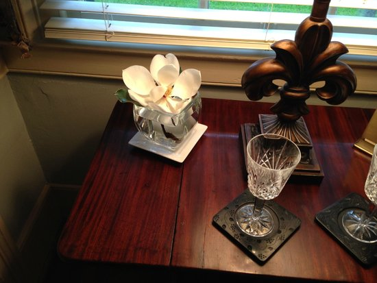 Historic Oak Hill Inn: the gentle scent of a real magnolia bloom says Old South