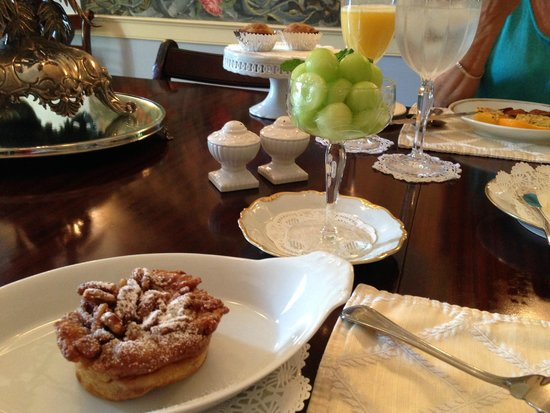 breakfast is HUGE, elegant, but also 5-star delicious !!