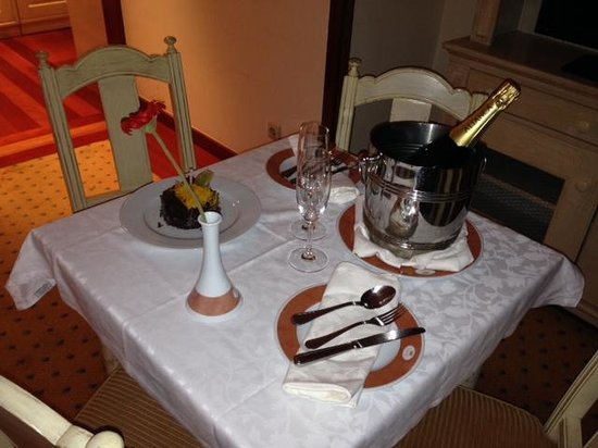 Real Residência - Apartamentos Turísticos: Very pleasant and unexpected compliment from the hotel at my birthday