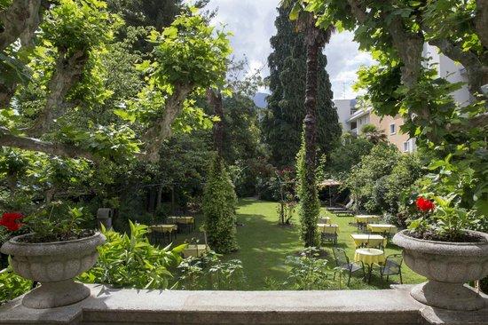 Hotel La Perla : Beautiful garden in charming Villa - annex to main building