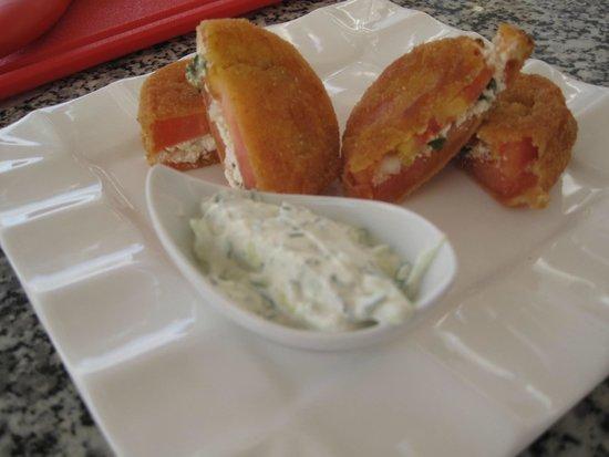 Santorini Wine Tour : Santorini tomato patties with Tzaziki