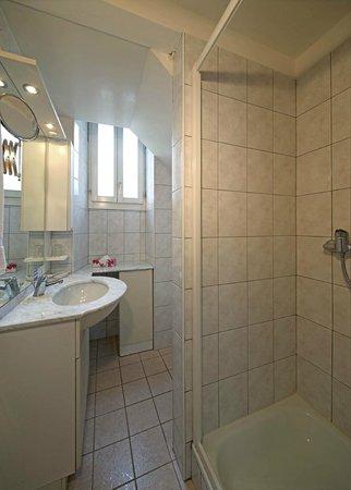 Hotel La Perla : Bathroom - standard room