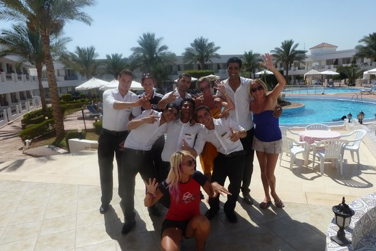 Viva Sharm Hotel : the amazing animaton team and restaurant staff