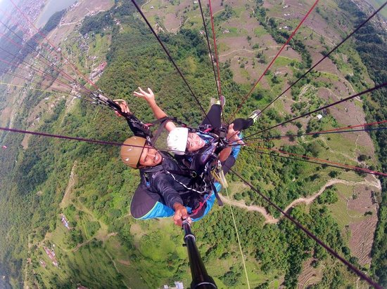 Everest Paragliding: You will never get such picture elsewhere