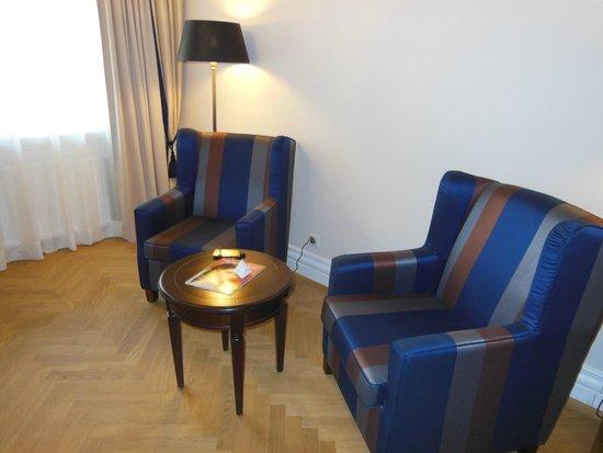 Austria Trend Parkhotel Schönbrunn Wien: Sessel und Tischchen