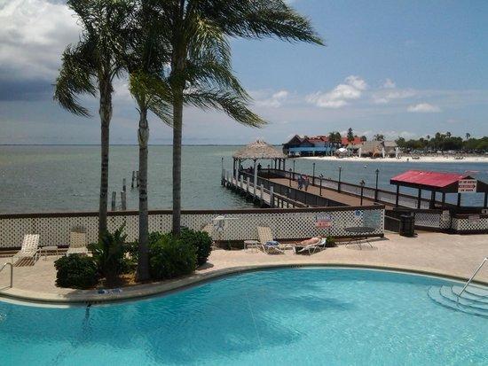 Bay Harbor Hotel: piscine