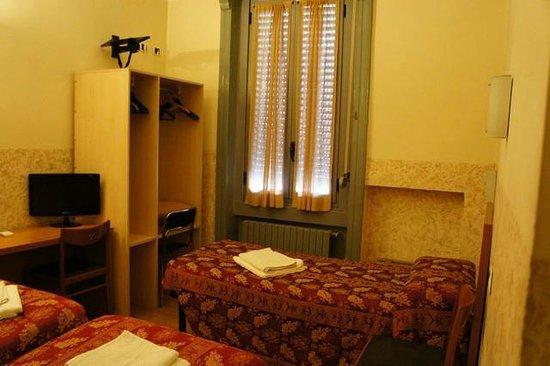 Hotel Nettuno : functional bedroom