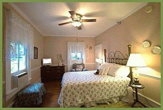 Mount Dora Historic Inn: Mr. Charlie's Room