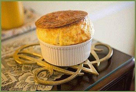 Mount Dora Historic Inn: Cheesy Savory Souffle
