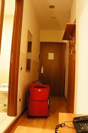 Hotel Nettuno : wide hallway- hanging space *outside* bathroom? None inside.