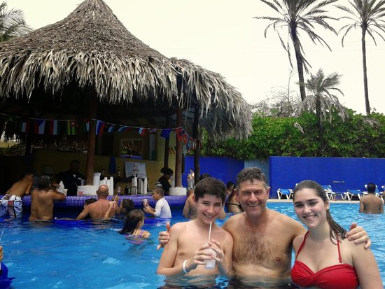 Hesperia Playa El Agua: pileta grande y limpia