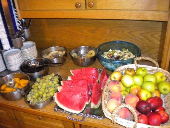 Hotel Des Alpes: Fruits buffet