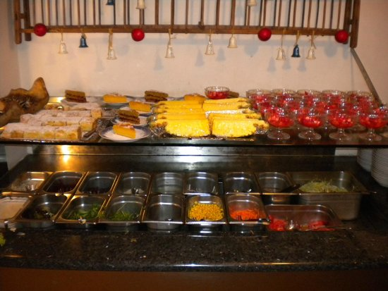 Hotel Des Alpes: Fresh salads and sweets