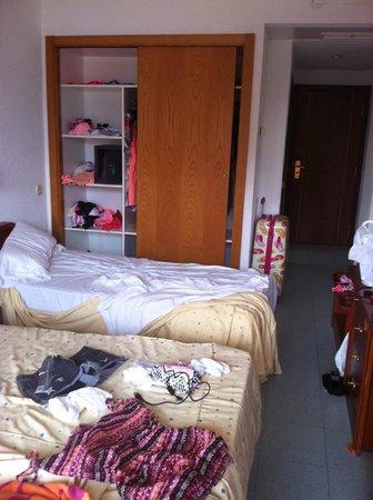 FERGUS Tobago: Messy room for us girls ( room 111)