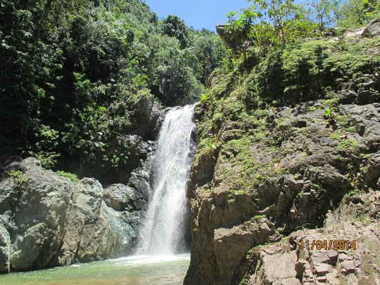 República Dominicana: smaller waterfall, but short walk to get there