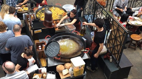 Covent Garden : Live paella cooking! Smells so good...