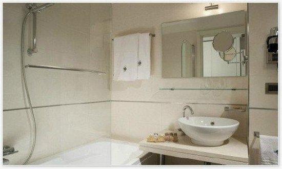 Adriatic Palace Hotel: Badezimmer