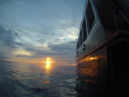 Tasik Ria Resort Manado : Sonnenuntergang am Hausriff