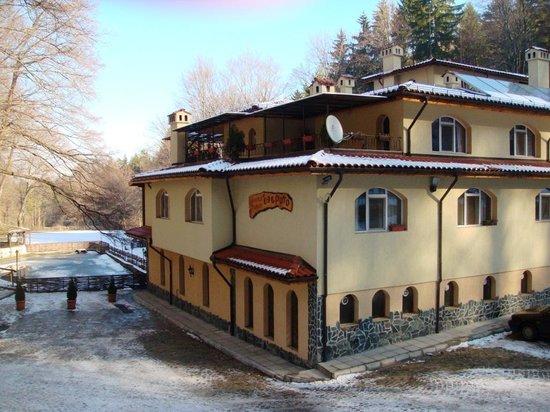 Ezeroto: Отель Езерото