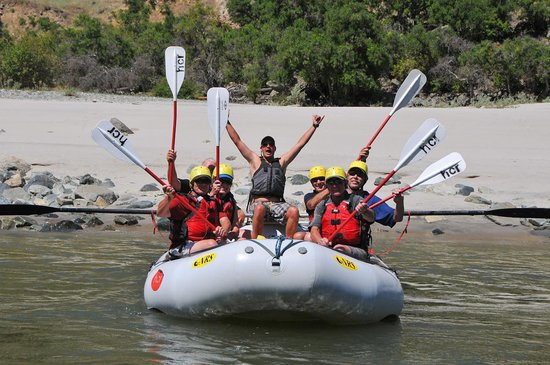 Hells Canyon Raft : Paddle boat on the river