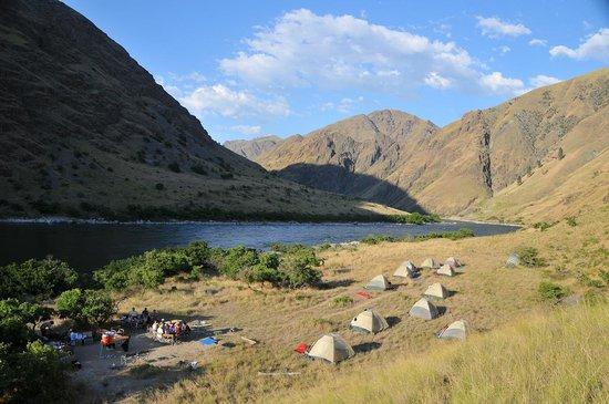 Hells Canyon Raft : Camping along the river