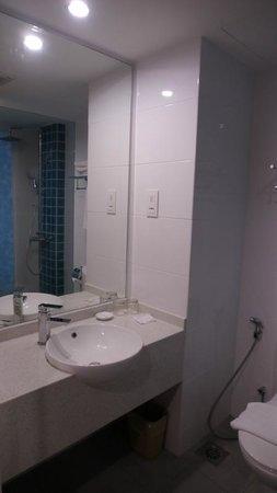 Oceania Hotel: 浴室