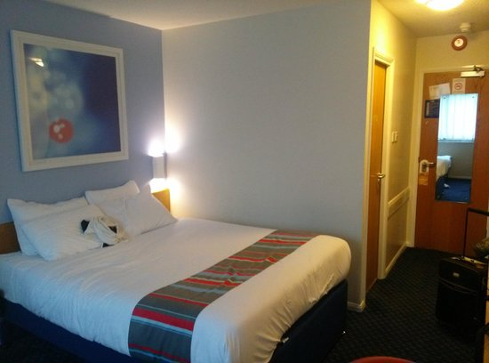 Travelodge Exeter M5: room