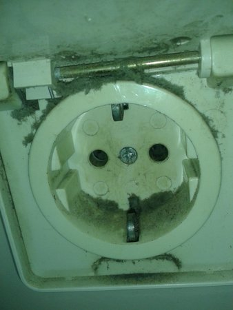 Rossiya Hotel: Розетка в ванной