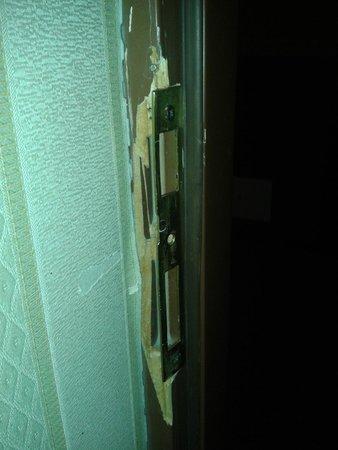 Rossiya Hotel: Входная дверь