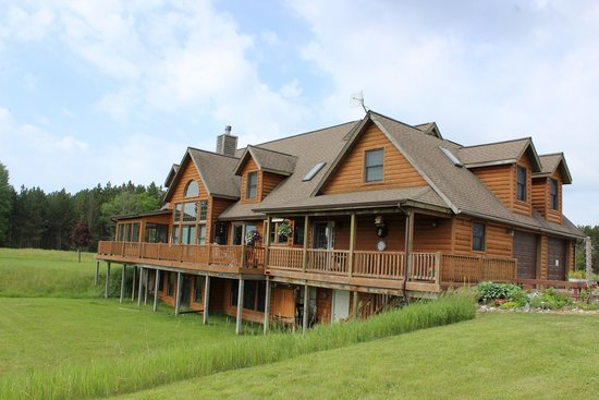 LogHaven Bed & Breakfast : Suites are entire second floor with views in all directions