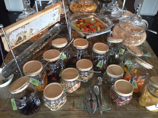 Vana Belle, A Luxury Collection Resort, Koh Samui: Fresh honeycomb and a plethora of choices at the breakfast buffet!