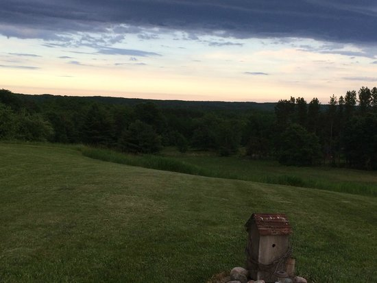 LogHaven Bed & Breakfast : Eastern twighlight at sunset