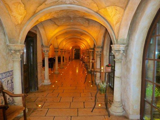 """Hotel """"Santa Isabel"""" Europa-Park: coursives hôtel vers piscine"""