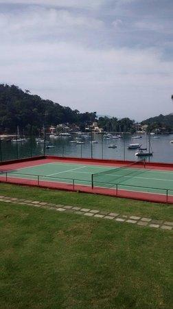 Angra Inn: Quadra de tênis.