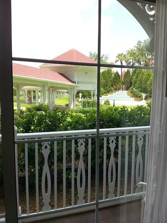 Disney's Grand Floridian Resort & Spa: View from our first floor balcony - walkway, fountain