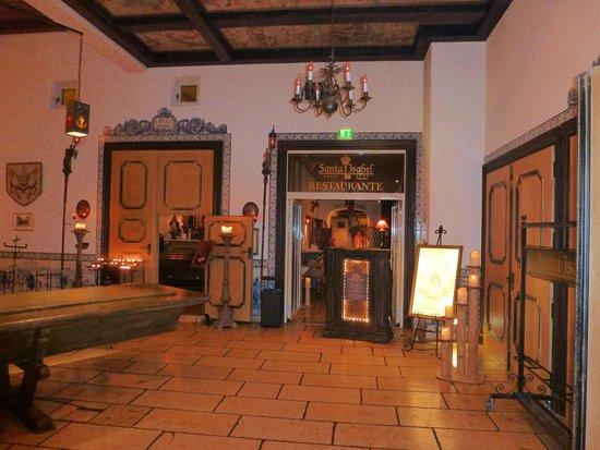 """Hotel """"Santa Isabel"""" Europa-Park: hall hôtel et entrée restaurant"""