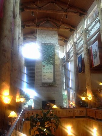 Lied Lodge & Conference Center: Lobby of Lied Lodge