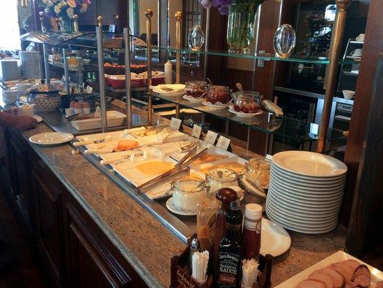 Polonia Palace Hotel: Lækkerier på morgenbuffetten