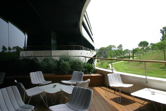 Hotel Lone : Outdoor area at the lobby bar