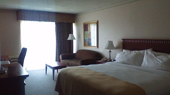 Holiday Inn Peterborough : Our riverview king room
