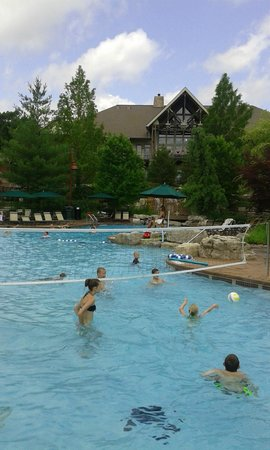 Marriott's Willow Ridge Lodge: Main pool ... not overly crowded even at peak times