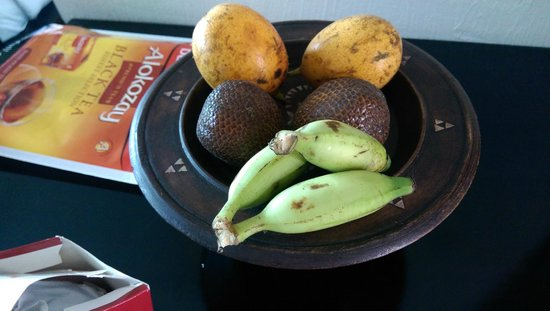 Anini Raka Resort & Spa: Welcome local fruit