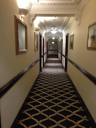 Britannia International Hotel: hall way