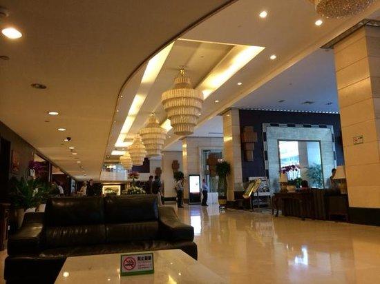 Century Plaza Hotel: 1Fフロント