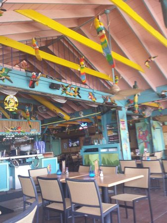 Parrot Key Caribbean Grill: Tropical seating