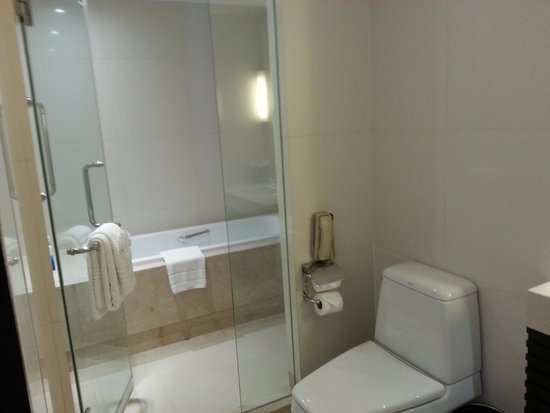 Sathorn Vista, Bangkok - Marriott Executive Apartments: Bath Room