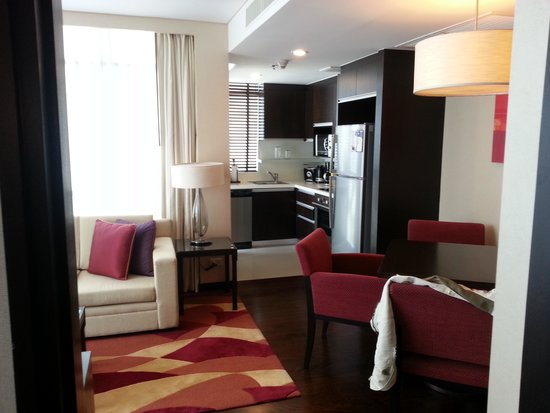 Sathorn Vista, Bangkok - Marriott Executive Apartments: Living Room & Kitchen