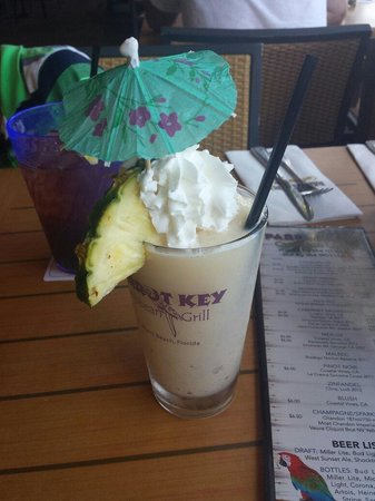 Parrot Key Caribbean Grill: Tropical drink