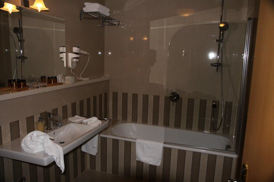 Palace Judita Heritage Hotel: Well-appointed modern bathroom