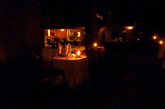 Sabi Sabi Earth Lodge: Un repas aux chandelles le soir